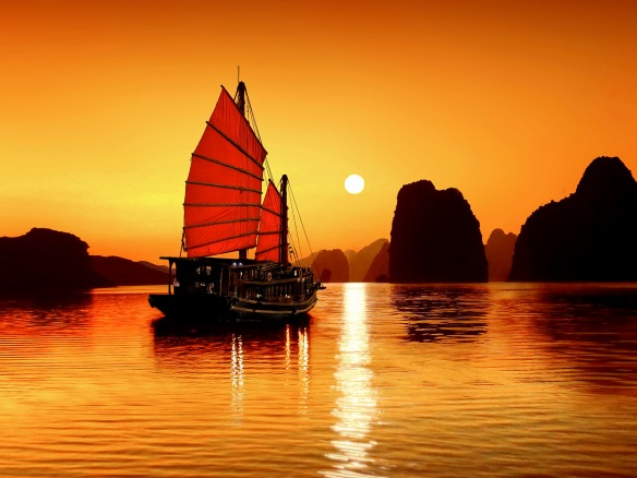 Enjoy the sunset on Halong bay in the Summer